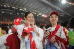 图文:奥运会闭幕式 女排队员兴高采烈