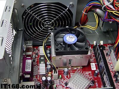 采用智能温控静音电源和风扇,在系统低温运行的