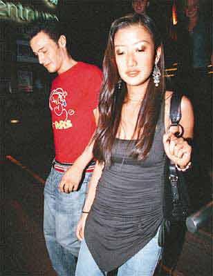 谢霆锋妹妹被指与男友在车中接吻、脱裙