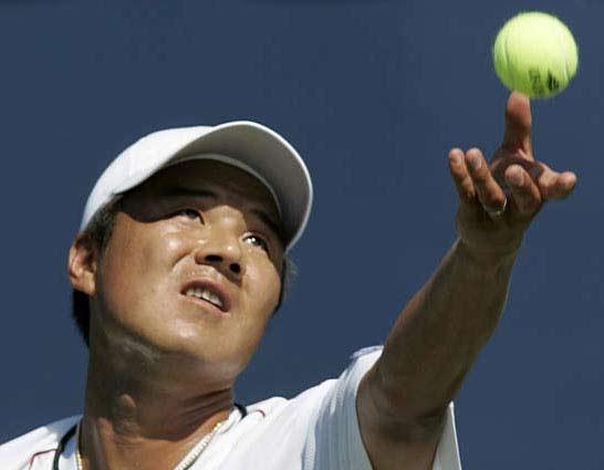 图文:韩国选手李亨泽3-0轻取对手晋级