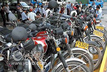 广州:三万摩托车应报废却上路(图)