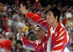 图文:奥运金牌精英大汇演 刘翔与观众见面