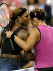 图文:赛后小威祝贺卡普里亚蒂进入美网半决赛