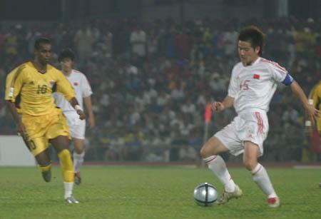图文:中马之战中国1-0小胜 肇俊哲突破