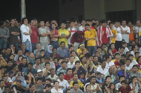 图文:中马之战中国1-0小胜 华人占满看台