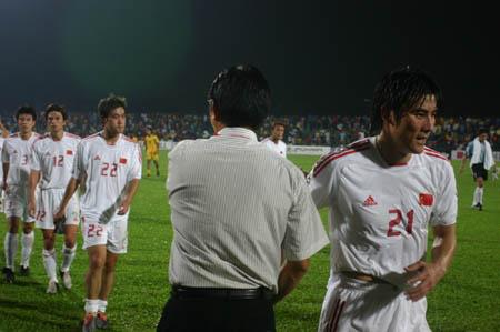 图文:中马之战中国1-0小胜 列队凯旋