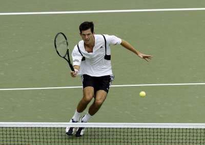 图文:亨曼首次晋级美网四强 亨曼处理网前小球