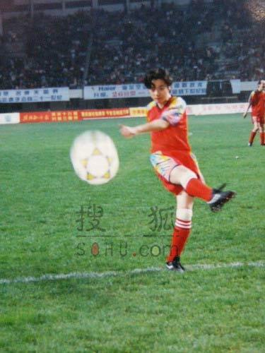 图文:中国明星足球队精彩图片-82