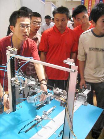 图文:全国大学生机械创新设计大赛在南昌举办