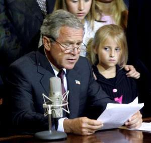 布什发表现场广播讲话 誓将打赢全球反恐战