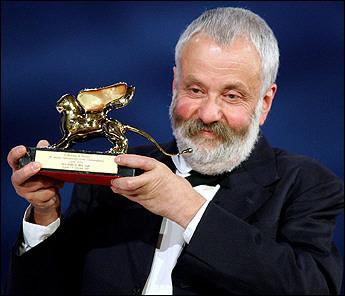 图文:英国影片《维拉-德雷克》获金狮大奖