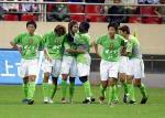 图文:2004中超联赛第九轮 深圳队员庆祝进球