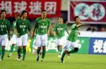 图文:2004中超联赛第九轮 杨昊率先为现代进球