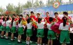 图文:奥运冠军大兴梨乡参加采摘活动
