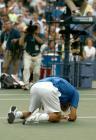 图文:费德勒夺得美网男单冠军 费德勒跪地庆祝