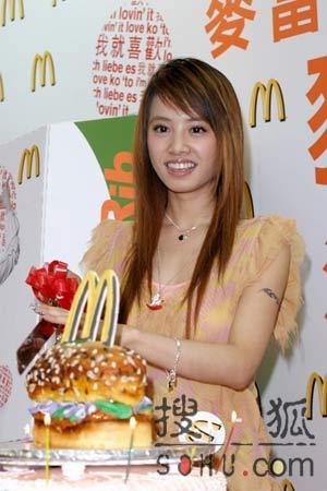 >进入今日美图找不同:蔡依林生日狂吃麦当劳-蔡依林年满24岁 自夸