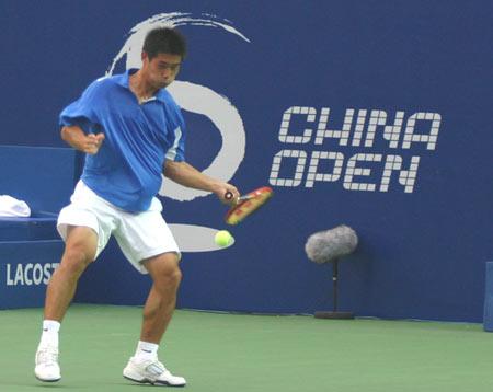 图文:中国小将卢昊0-2不敌萨芬
