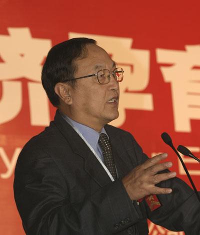 图:联想控股有限公司总裁柳传志演讲