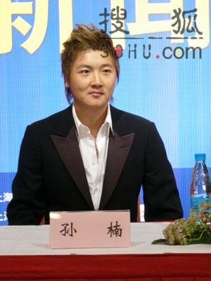 组图:孙楠上海为演唱会造势 现场将惊喜不断