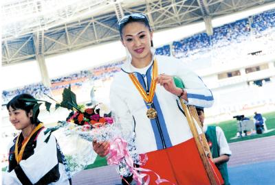 昨天,从雅典又传来捷报,我市残疾人运动员张海原在第12届残奥会上勇夺