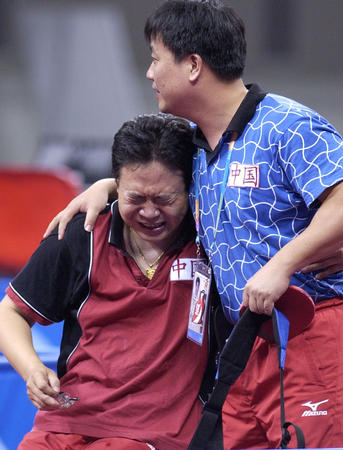 图文:张岩夺得残奥会首枚男子乒乓球金牌