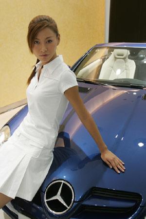 图文:奔驰SLK双座敞蓬跑车与美女