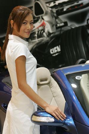 图文:迈凯轮车队招待酒会美女4