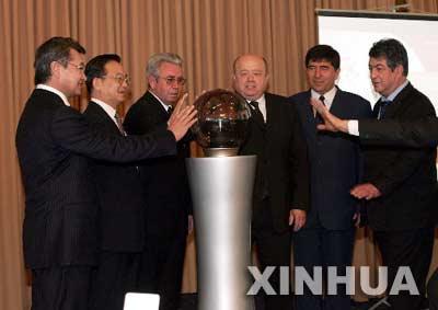 组图:上海合作组织成员国总理举行记者招待会