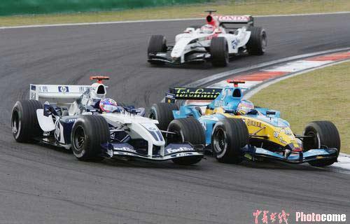 图文:F1大奖赛中国站 维伦纽夫超越
