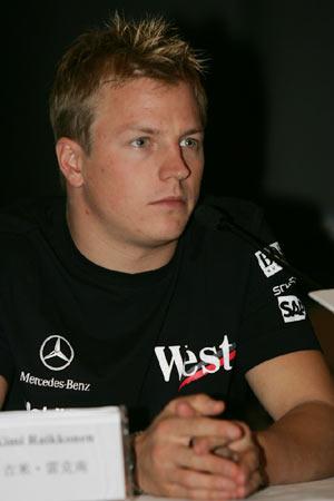 图文:雷克南要在上赛道为车迷奉献精彩比赛