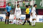 图文:辽宁1-5负大连 王新欣在比赛中得到黄牌