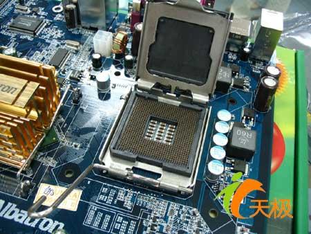 双敏青云px865pe7/pro,采用i865pe ich5芯片组,支持lga775针脚p4