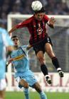 图文:AC米兰2-1战胜拉齐奥 马尔蒂尼头球防守