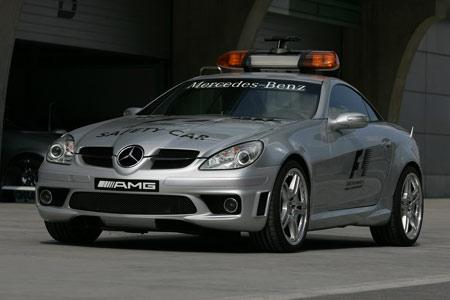 图文:上赛道上的F1安全车
