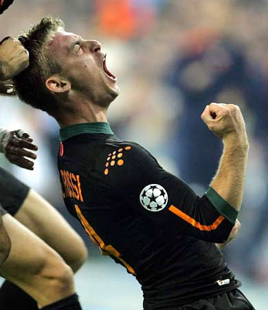 图文:皇马主场迎战罗马 德罗西进球后朝天怒吼