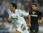 图文:皇马4-2胜罗马 菲戈在比赛中庆祝进球