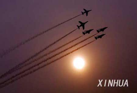 组图:法兰西巡逻兵预演北京南苑机场