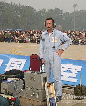 """图文:""""法兰西巡逻兵""""飞行表演队地面观察员"""
