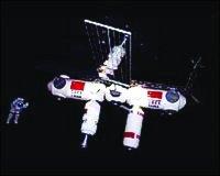 神六模拟舱有望年底建成 杨利伟为上天做好准备