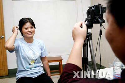 上海居住证申领现场咨询踊跃 一周后迎办证高峰