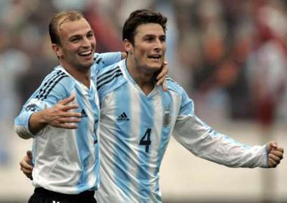 阿根廷4 2战胜乌拉圭 坎比亚索和扎内蒂