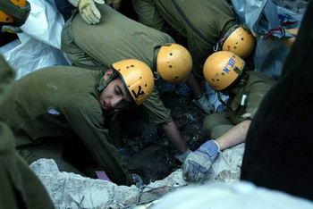 埃及爆炸案救援现场(组图)