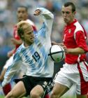 图文:阿根廷4-2战胜乌拉圭 菲格罗阿球场杂耍