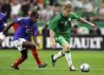 图文:法国主场0-0战平爱尔兰 达夫带球突破