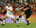 图文:西班牙主场2-0胜比利时 松克挑过马切纳