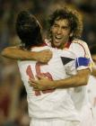 图文:西班牙2-0击败比利时 劳尔与卢克拥抱庆祝
