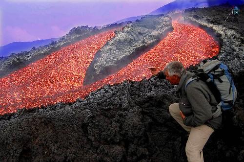 墨西哥科利马火山活动频繁