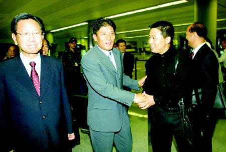 李章洙随访问团途经青岛 铁帅:回来想起很多人