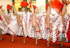 红磨房歌舞团的表演(摄影)
