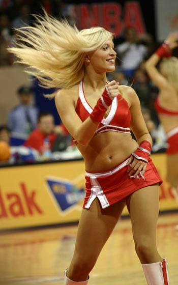 图文:NBA中国赛火箭美女热力四射